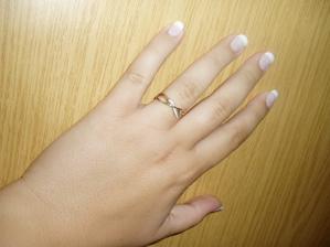 zkouška nehtíků a HLAVNĚ - můj zásnubní prstýnek (vždyť já ho tu ještě neukázala:0))
