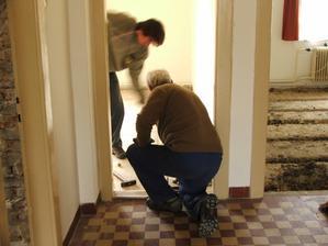 odstránenie pôvodnej podlahy v 2 miestnostiach