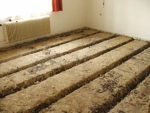 odstránenie pôvodnej podlahy a škváry v 2 miestnostiach