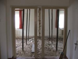 priečka medzi izbami vybúraná
