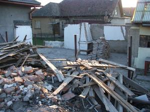 búranie garáže a časti pôvodných hospodárskych budov