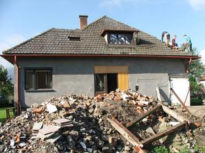 rozoberanie pôvodnej strechy