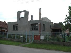 dom bez strechy