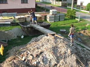 stavebného odpadu máme niekoľko kontajnerov