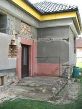 vchod do domu bez pôvodného prístrešku