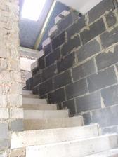 nové schody do podkrovia hotové