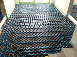 podlahové kúrenie v procese montáže