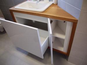 skrinka v kúpeľni