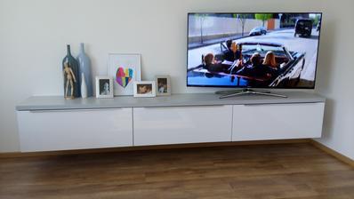 nová skrinka na TV v obyvačke