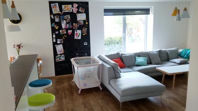 obývačka s tabuľou - aby bolo vidieť, že v tomto dome žijú deti