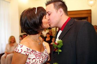...první novomanželský...