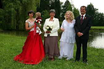 ...tak a to je rodina nevěsty...