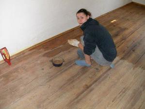 lištovali jsme a voskovali podlahu.....