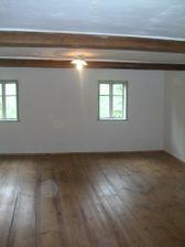 finále - konečná podoba ložnice po vyspravení děr, naštukování, vymalování, strhnutí lina, obnově prken, olištování a navoskování! Už jen nábytek a je to!!!! :)