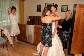 Šaty dělaj člověka - příprava - Maminka, Terezka a Alice...děkuju holky!!!!