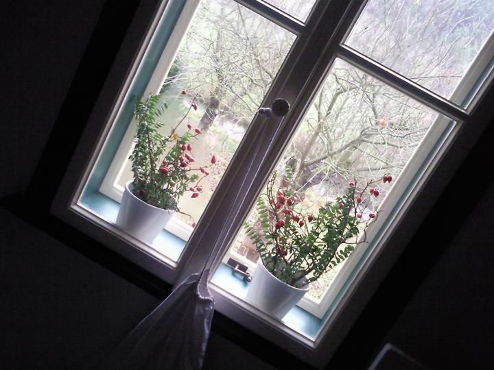 *Naše chaloupka* - detail oken....kopie původních ...zavírání na obrtlíky