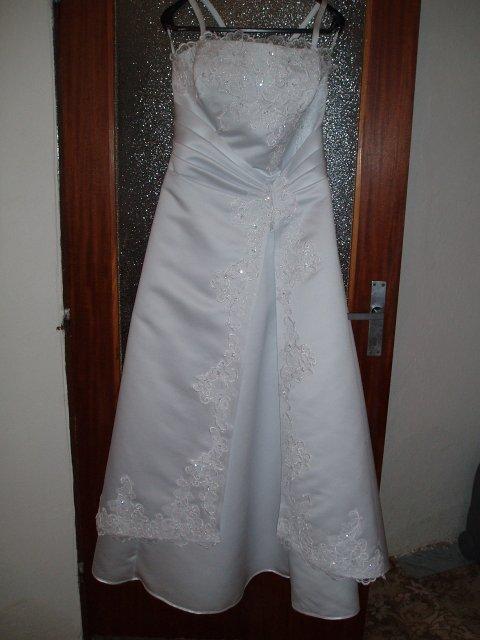 Julinka 3 - moje svadobné šatičky, že sú krááááááááásne ...