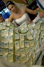 jeden ze svatebních darů, jak se pořádně vyválet v penězích :)