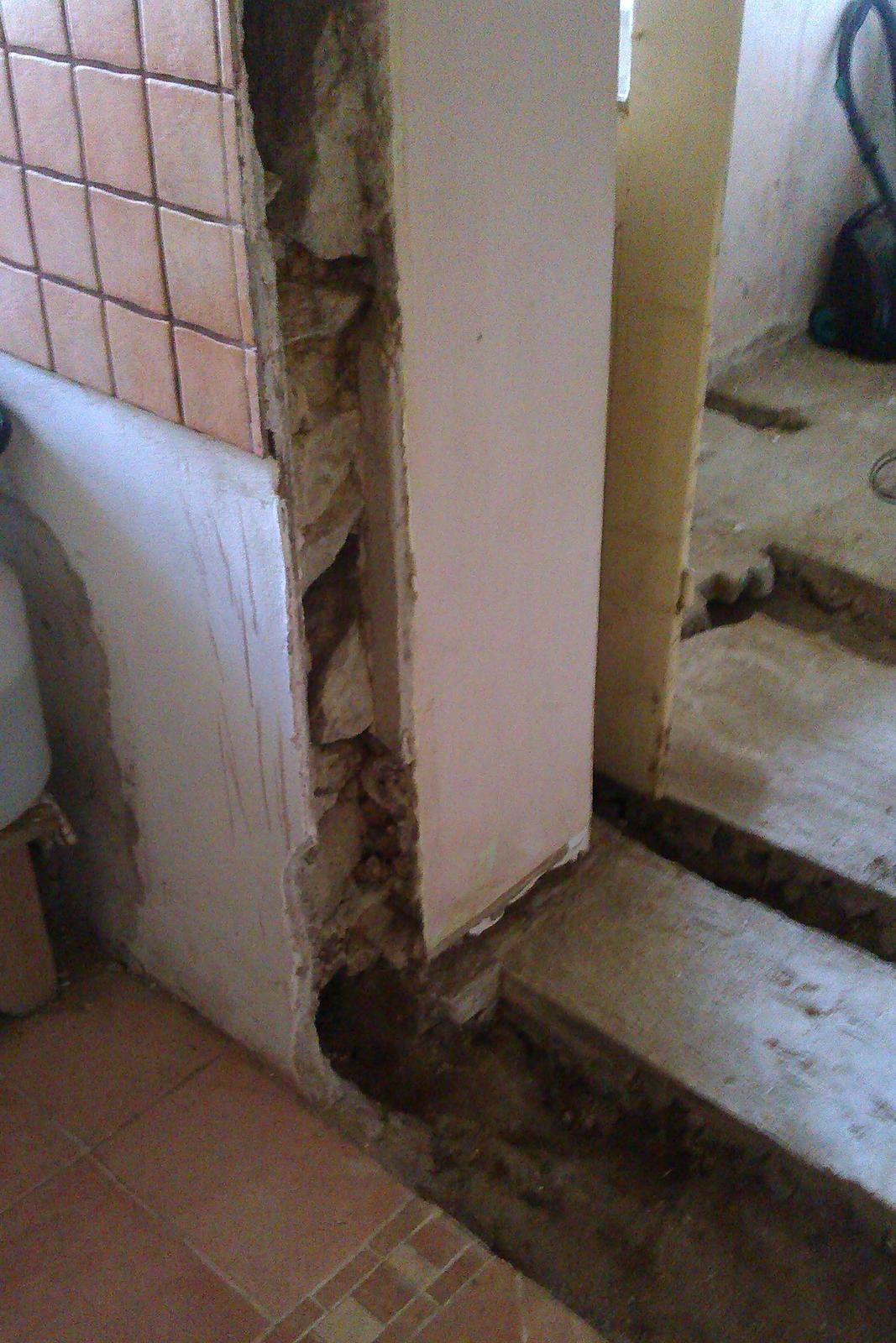 """Naša """"oddychovka"""" - tak som čistila kamennú vnútornú stenu drôtenou kefkou na zúbky drevomorky"""