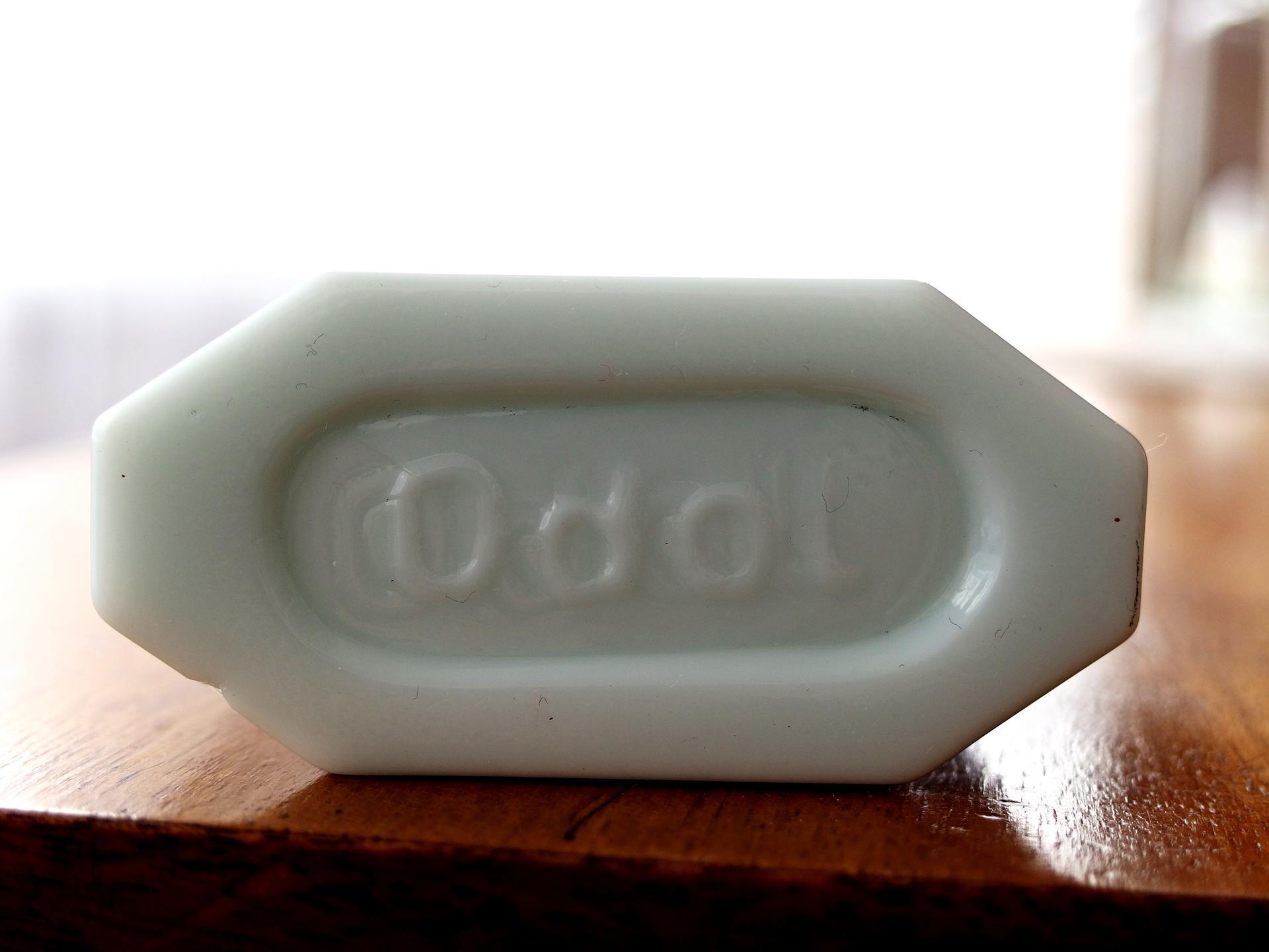 """""""archeologický nález"""" - při výkopových pracích nalezena nádobka z bílého skla či porcelánu, nevíte někdo, co to je, k čemu to je? děkuji - Obrázek č. 3"""