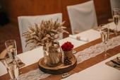 Dřevěné kulatiny na stoly,