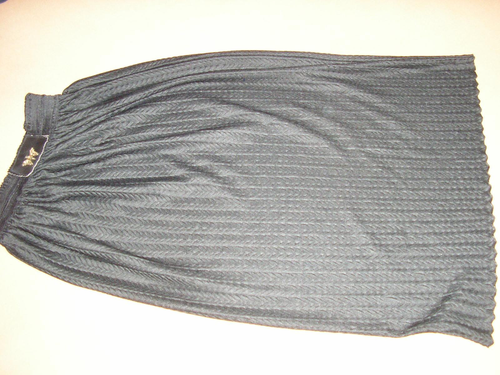138. Čierna sukňa - Obrázok č. 1
