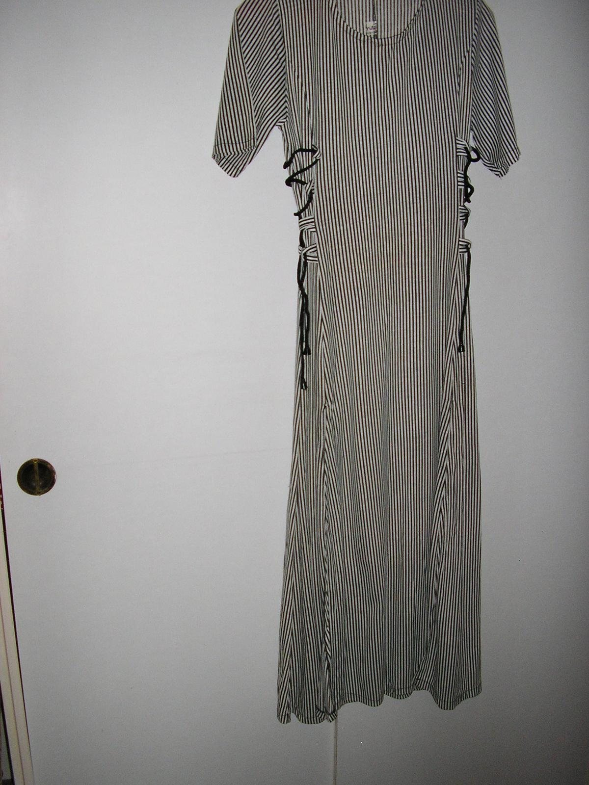 22 Prúžkované šaty  - Obrázok č. 1