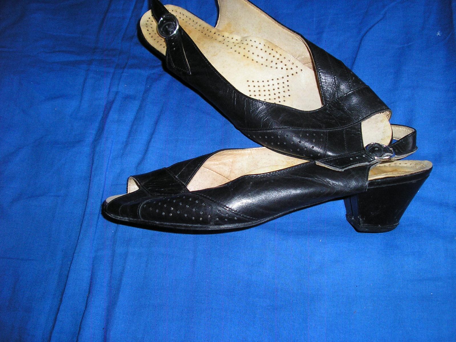 629. Čierne sandále                           - Obrázok č. 1