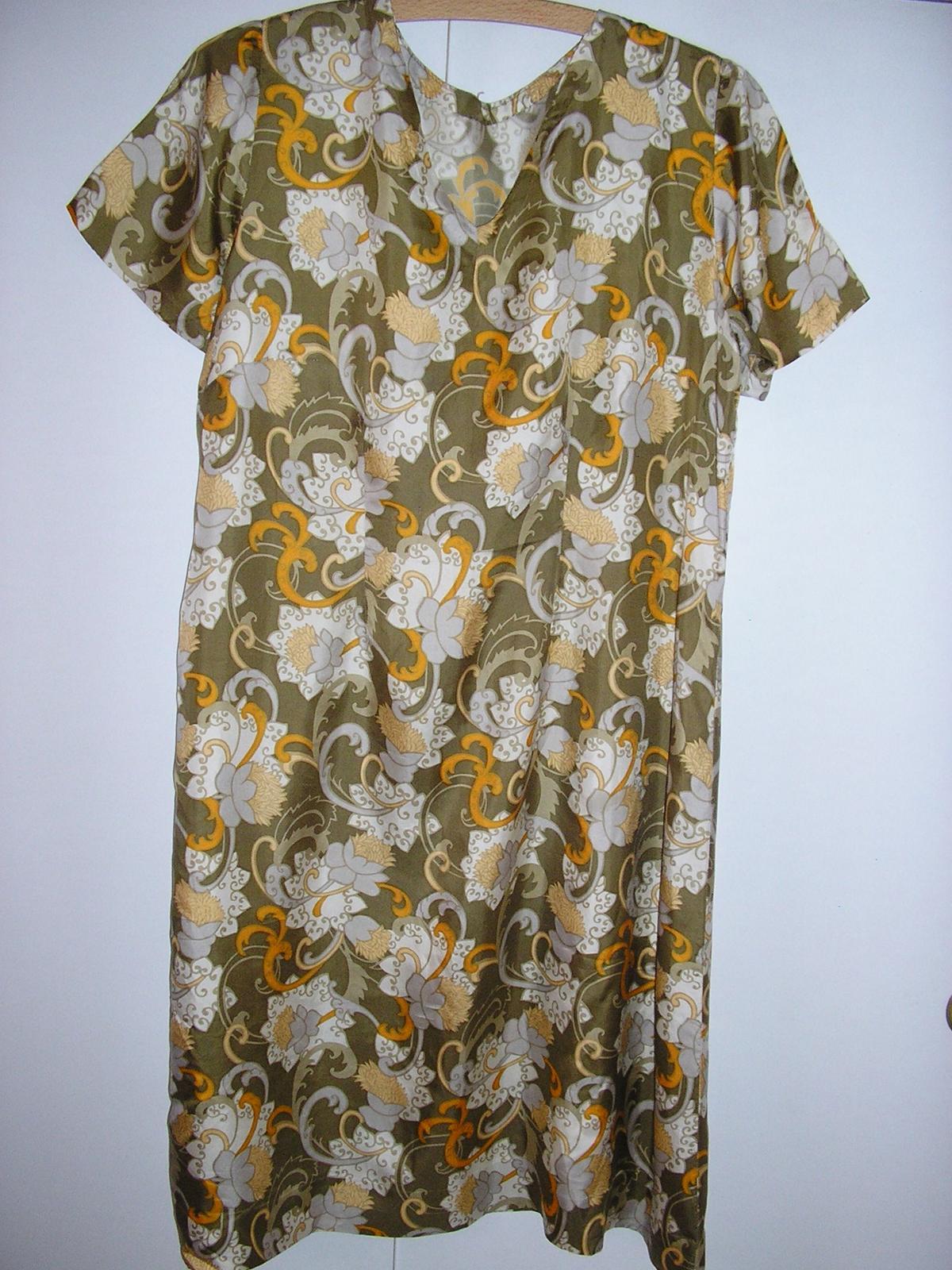 734 . Hodvábne šaty pre babku - Obrázok č. 1