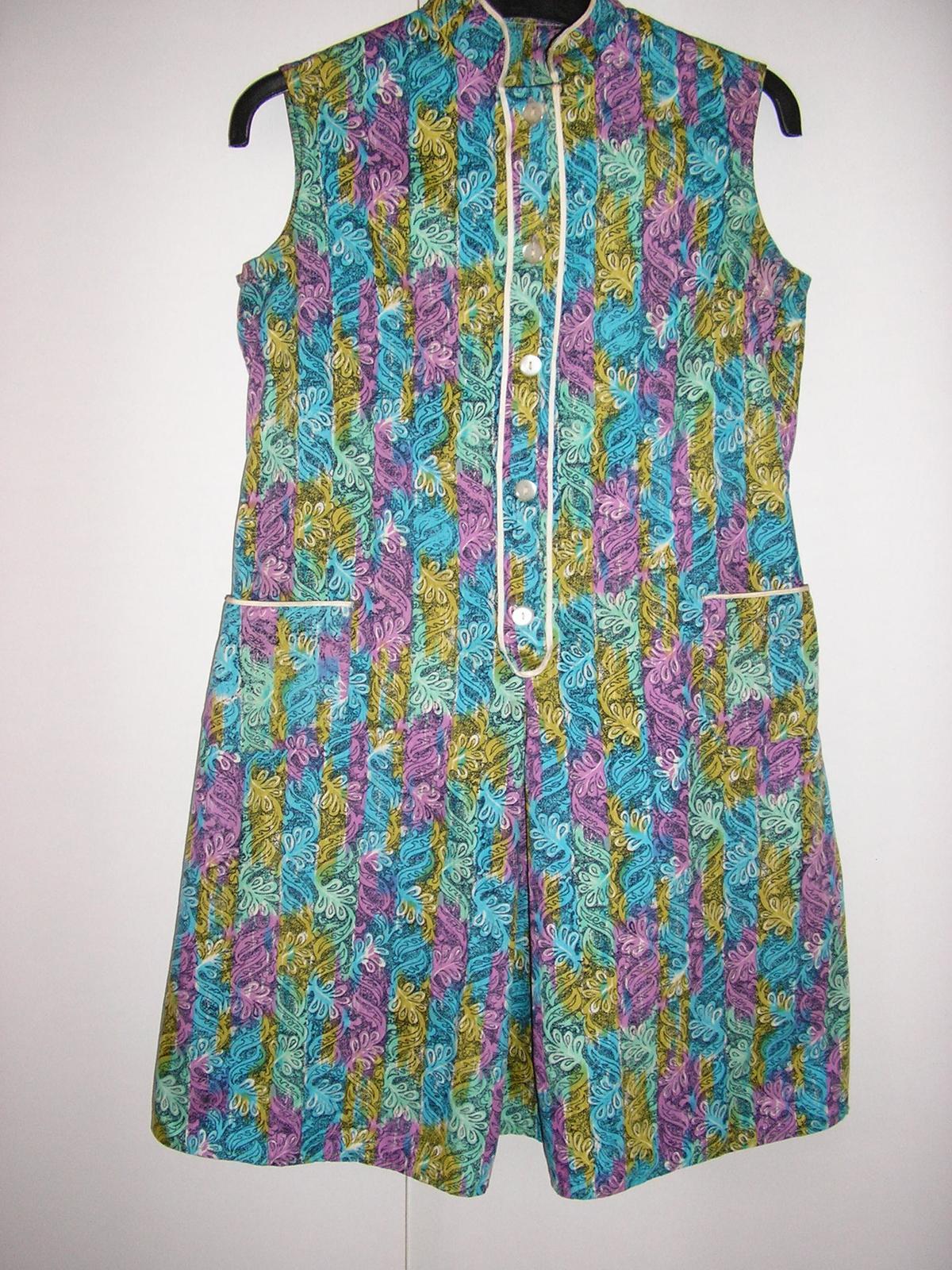 810. Vzorované šaty - Obrázok č. 2