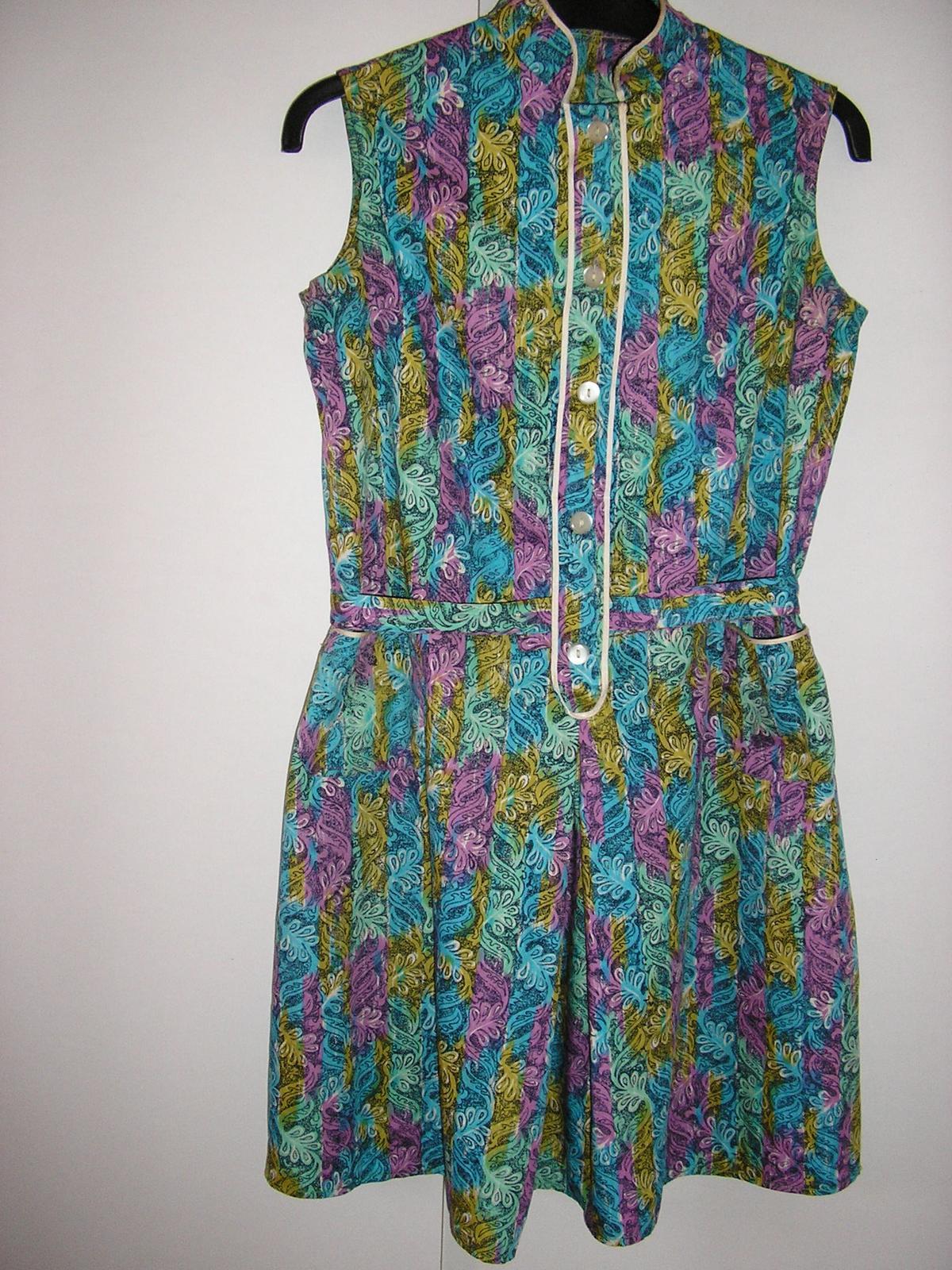 810. Vzorované šaty - Obrázok č. 1