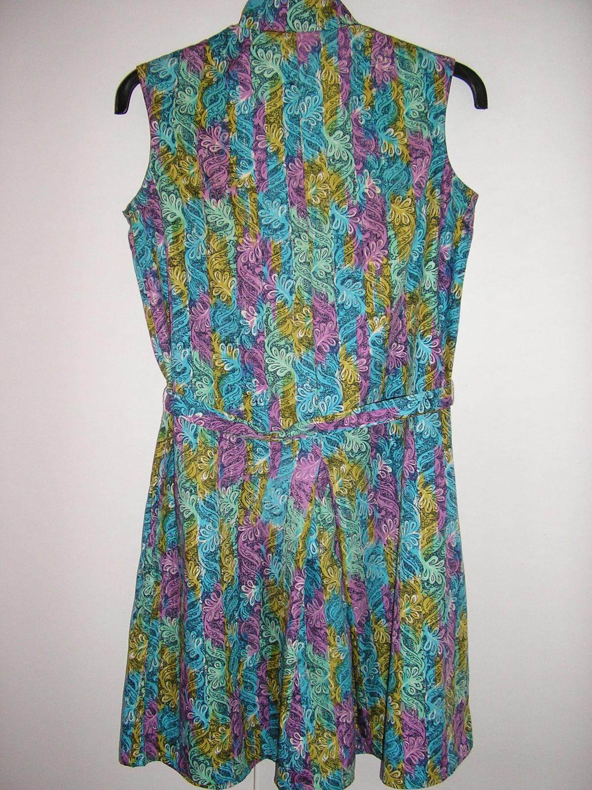 810. Vzorované šaty - Obrázok č. 4