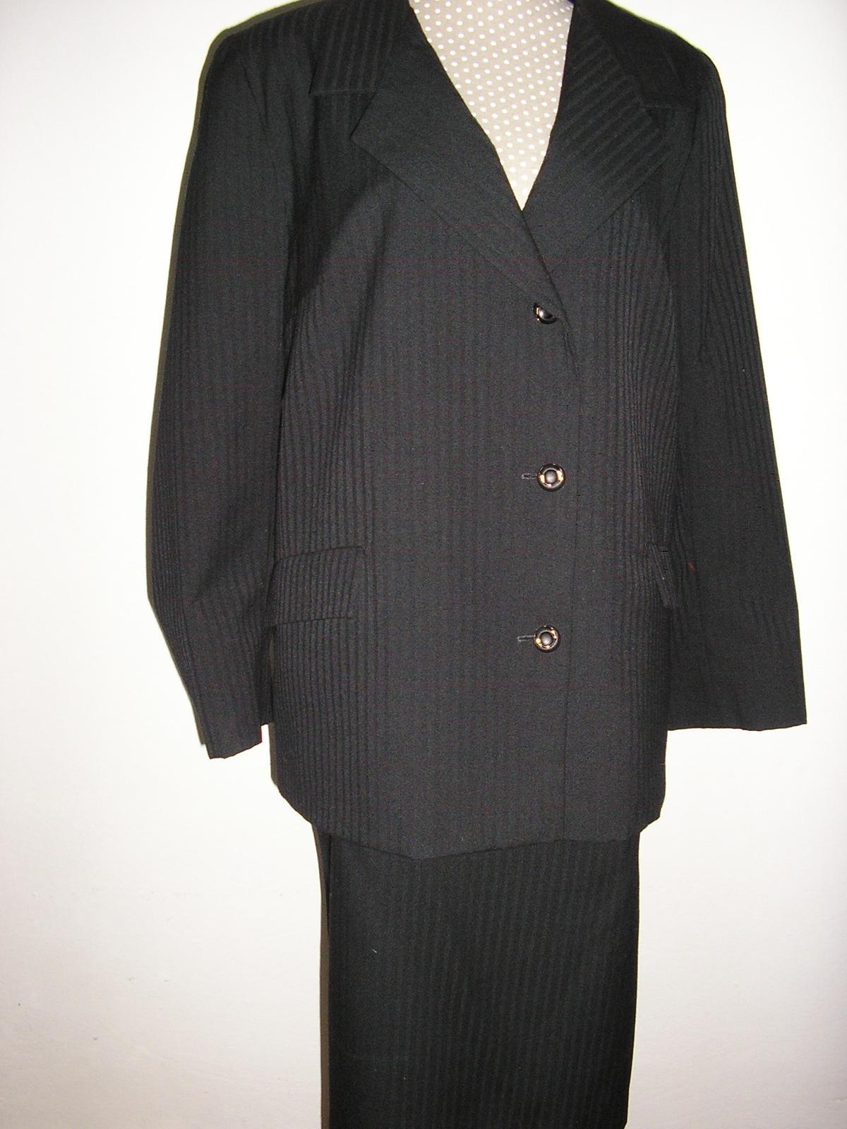 1033. Čierny podšitý kostým - Obrázok č. 2