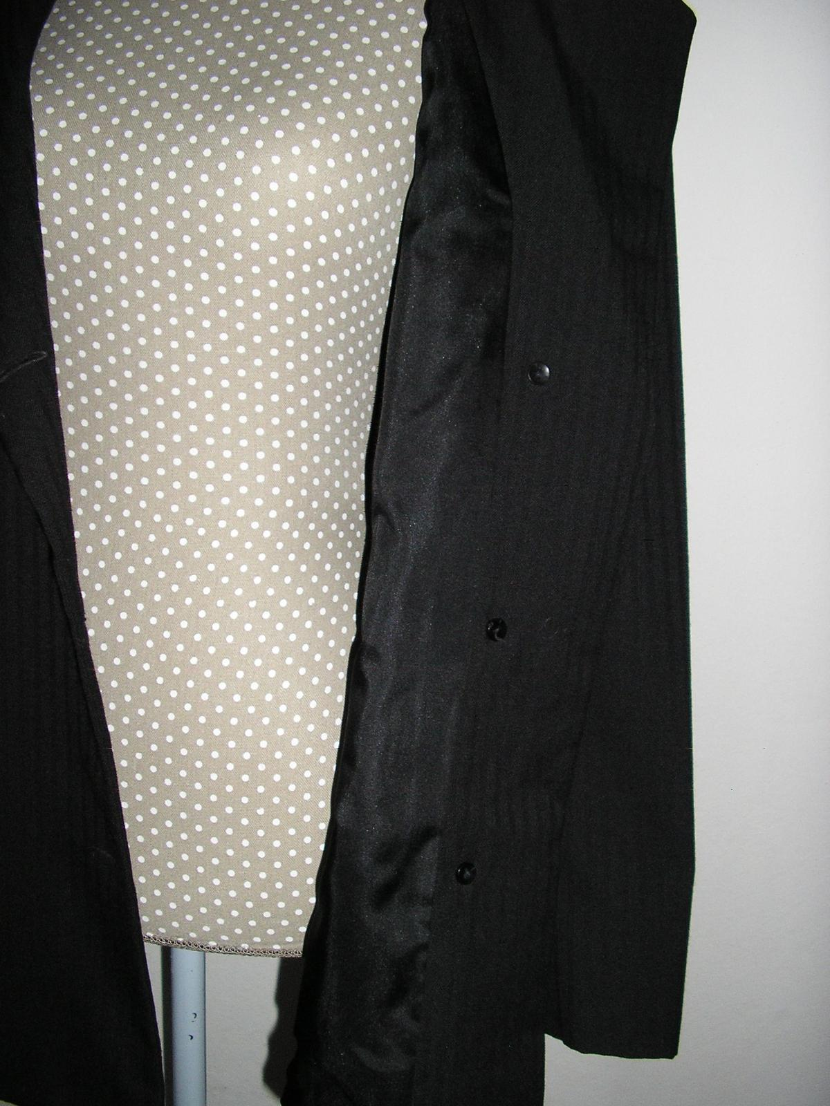 1033. Čierny podšitý kostým - Obrázok č. 4