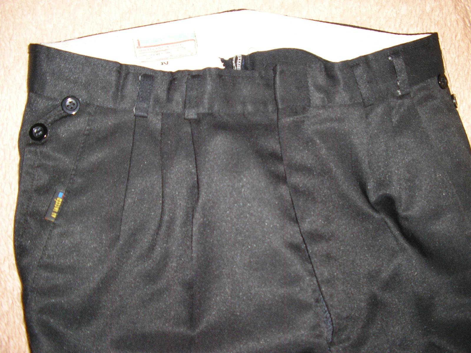 1213. Čierne nohavice - Obrázok č. 3