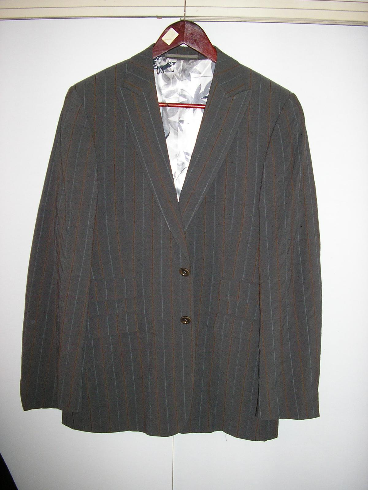 1295. Sivý prúž. oblek - Obrázok č. 1