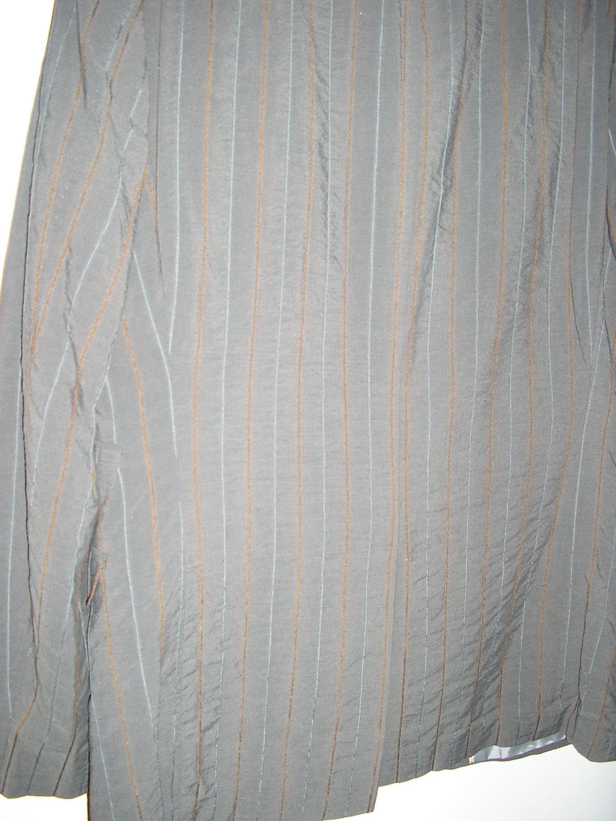 1295. Sivý prúž. oblek - Obrázok č. 2