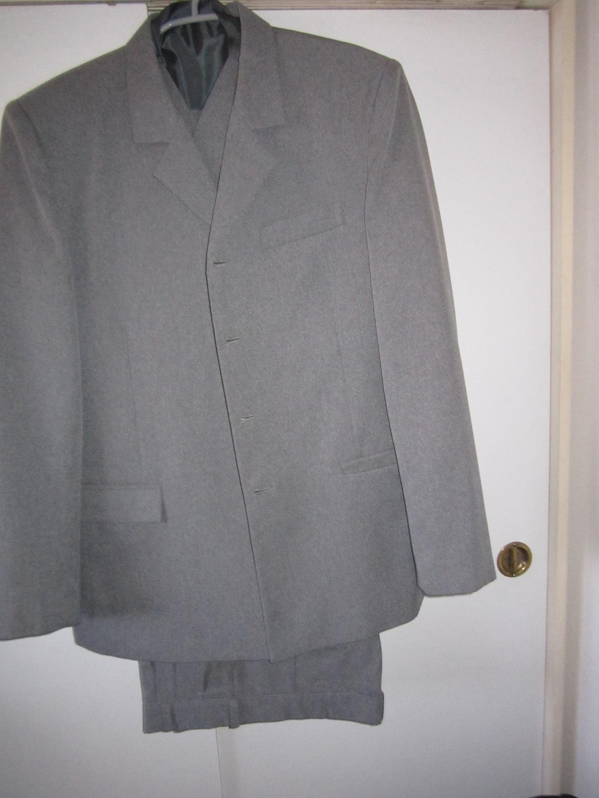 1568. Sivý oblek - Obrázok č. 1