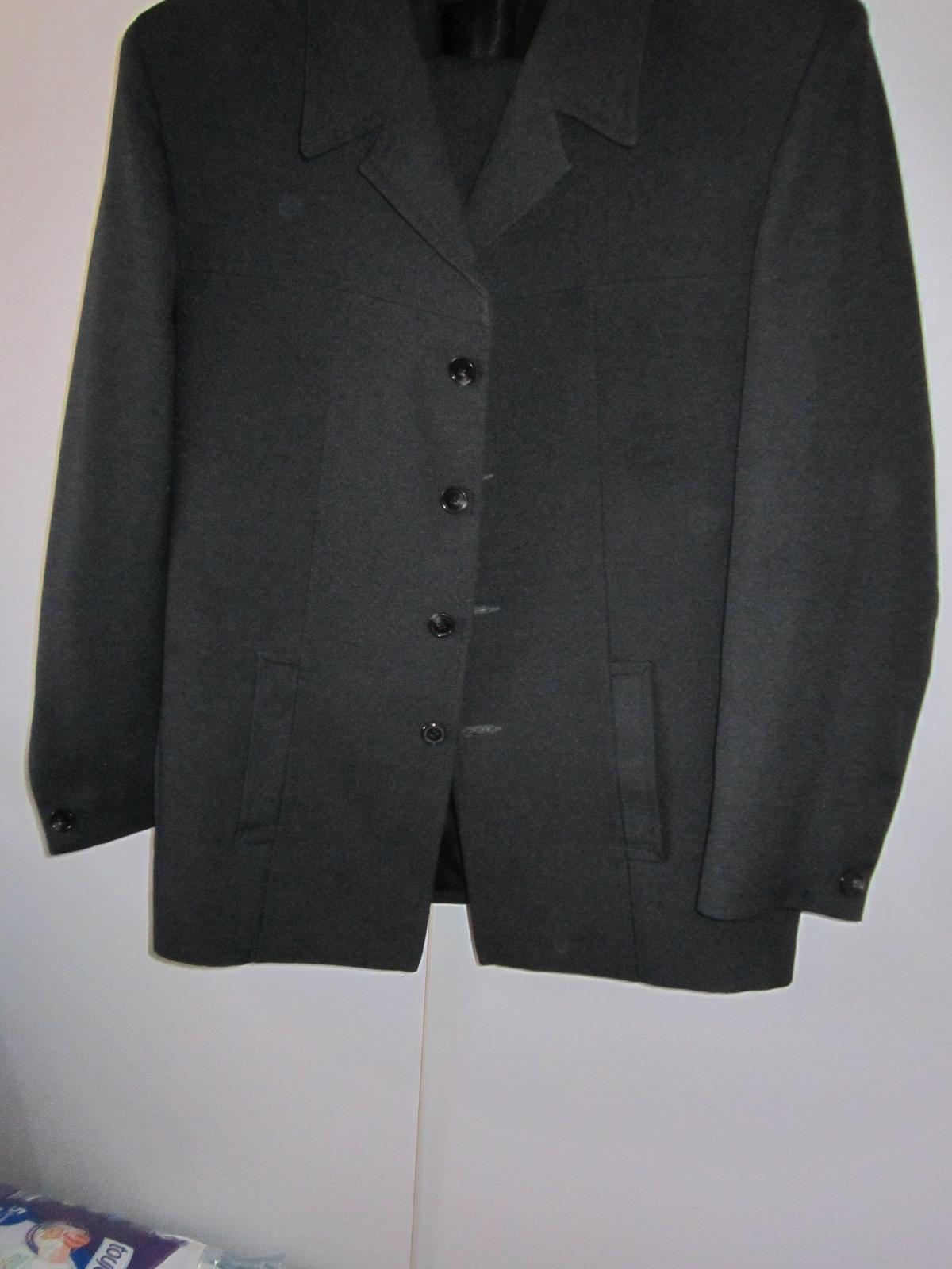 1570. Tm. sivý oblek - Obrázok č. 1