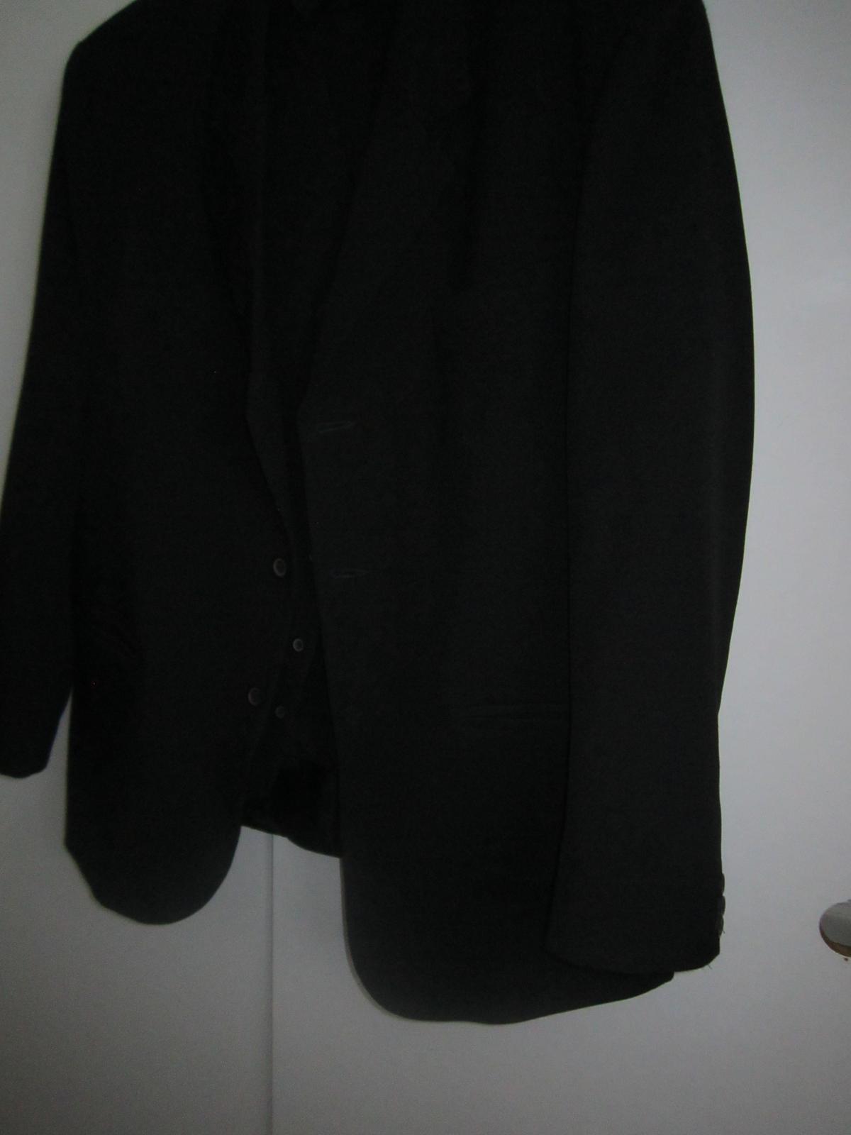 1605. Čierny oblek - Obrázok č. 1