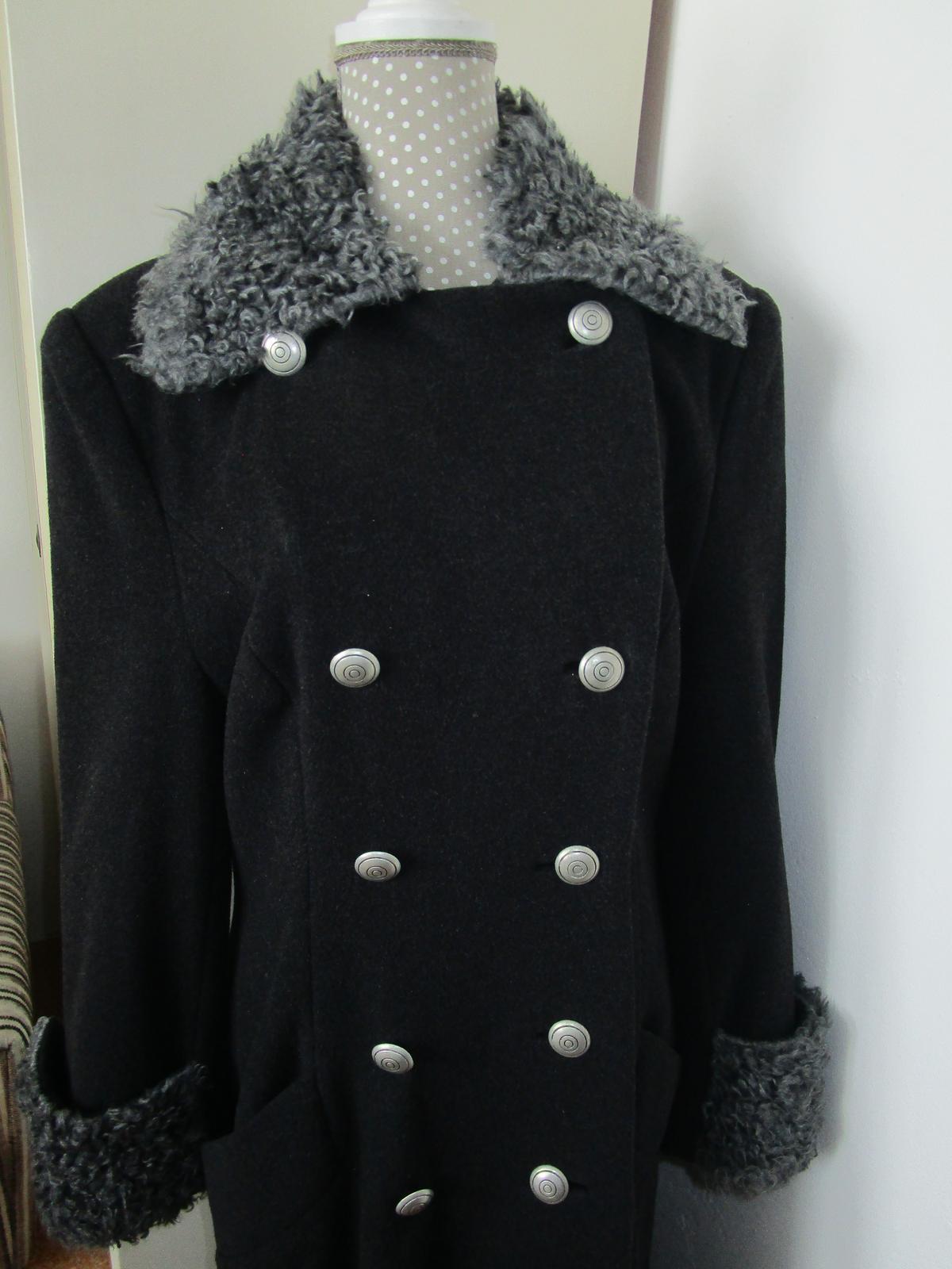 1935. Kabát - Obrázok č. 1