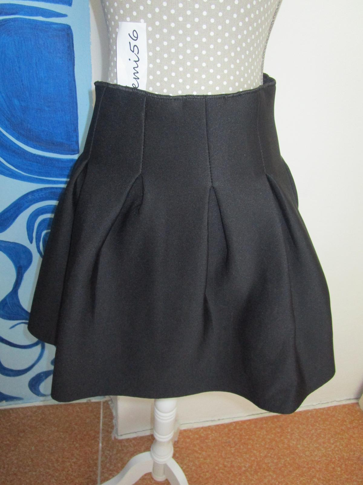 2626. Čierna sukňa - Obrázok č. 1