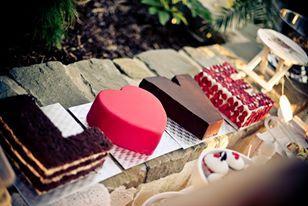 Pořád přemýšlím i o takovém dortu. Líbilo by se mi kdyby každá část dortu měla jinou chuť ! :) Je to takové netradiční, ale moc se mi to líbí.