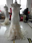 Krajkové svatební šaty šampaň s holými zády, 38