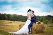 Svatební šaty, holá záda, dlouhá vlečka, 36