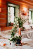 Svatební dekorace v bílé-lososové/růžové-modré,
