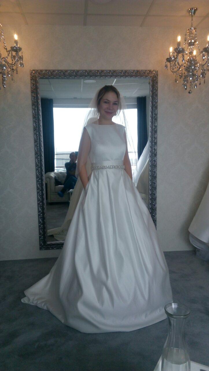 e737086d479b Kde nájdem čisto saténové svadobné šaty  - - Svad...