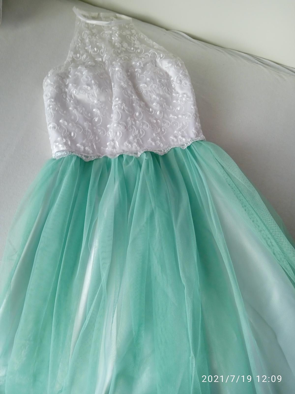 Spoločenské šaty s vyšívaným opaskom - Obrázok č. 1