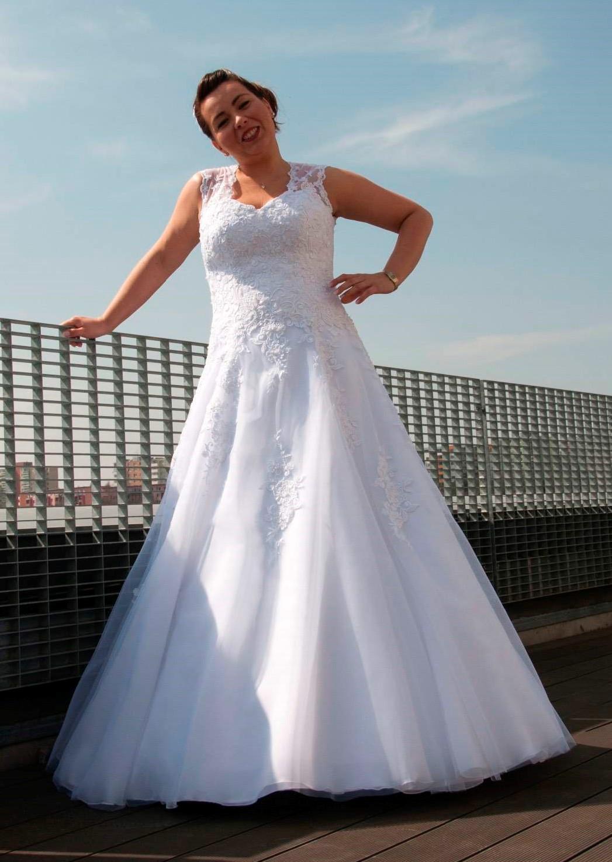 svatební šaty Madora - lichotivý střih - Obrázek č. 1