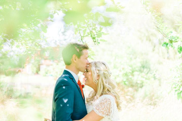 Rustikálna oranžová svadba v stodole - Obrázok č. 1